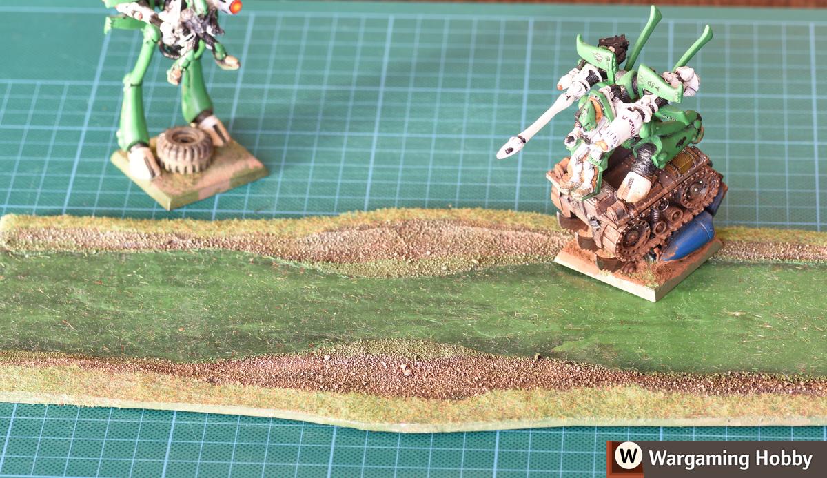 Single layer of cardboard did not warp a bit despite a lot of glue. Polymer glue.
