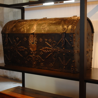 Castle Chillon: treasure chest
